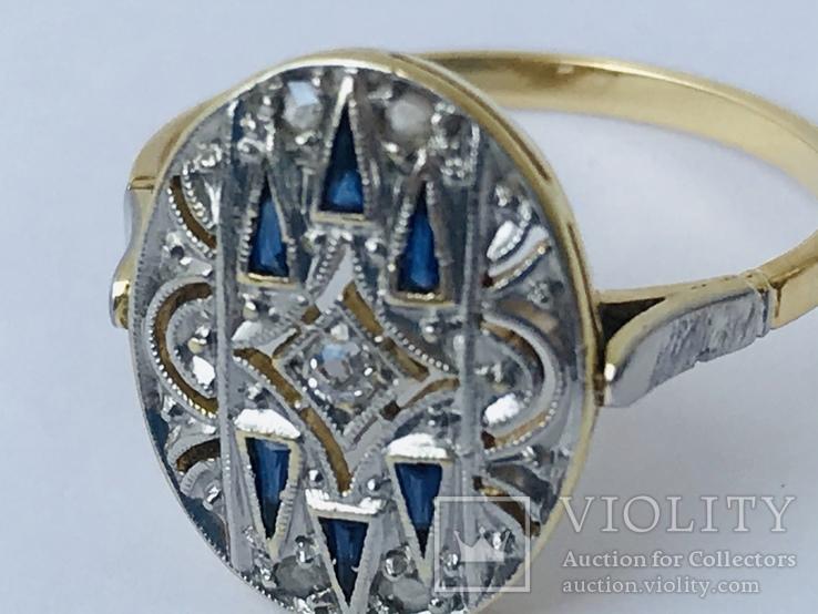 Кольцо изящное 18к с драгоценными камнями