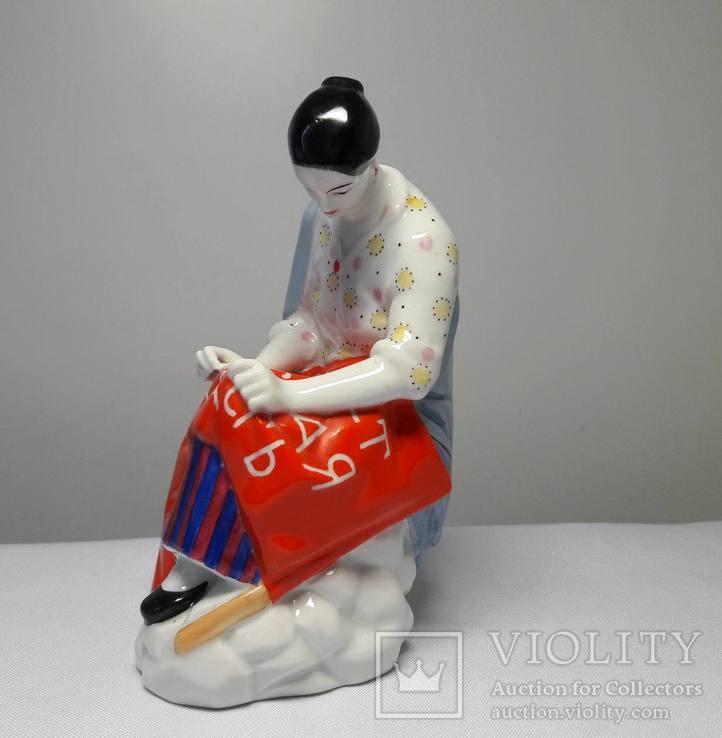 Работница вышивающая знамя - ЛФЗ, фото №4