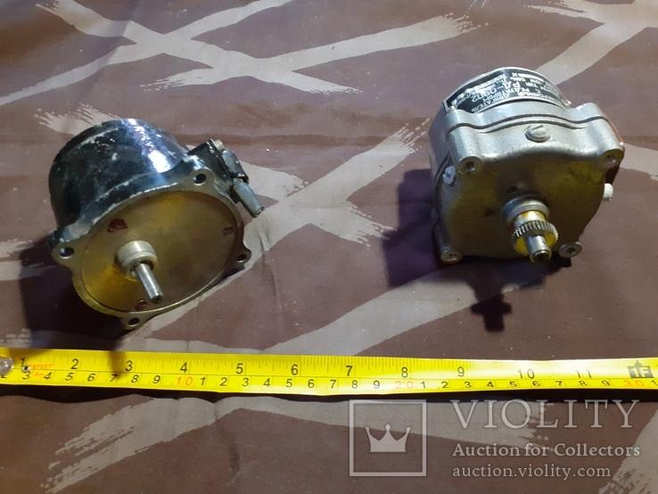 2 двигателя, название на шилдиках, фото №3