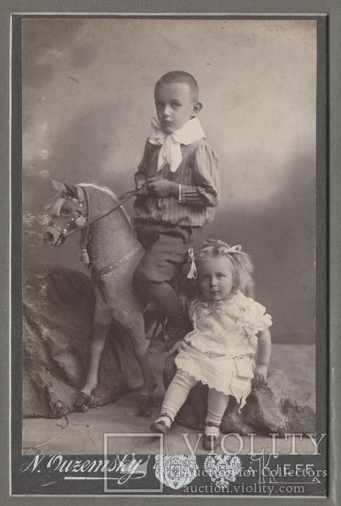 Киев фот. Уземский Дети и лошадка кабинет-портрет