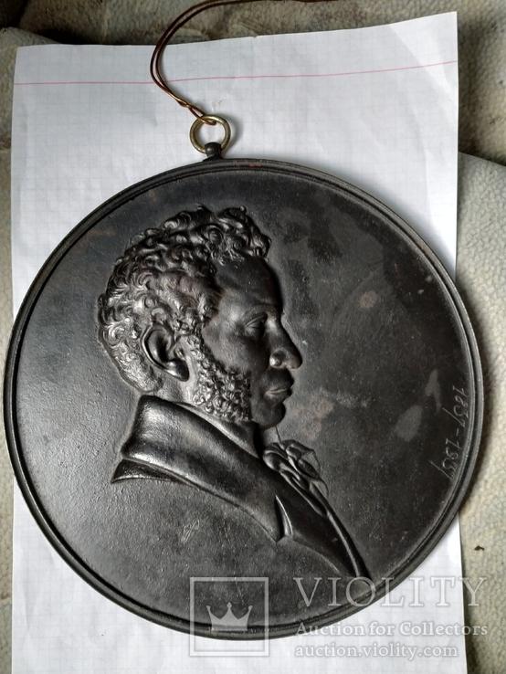 Каслинское литьё 1937 года. Барельеф Пушкина мастера А.Долганина.