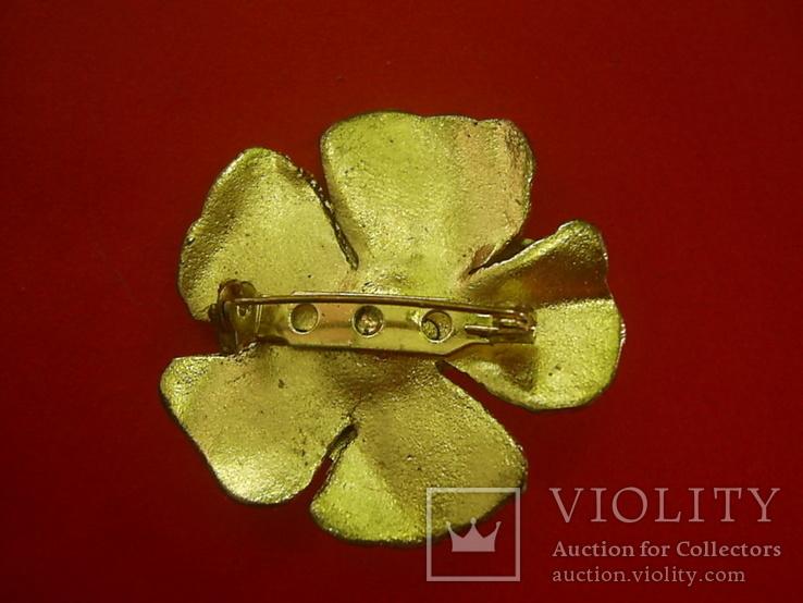 Брошь золотистая в виде цветка с жемчужиной, фото №4