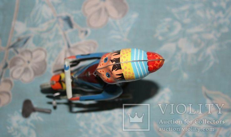 Заводная игрушка из жести: Мальчик на велосипеде, Фирма Kovap Чехословакия, фото №4