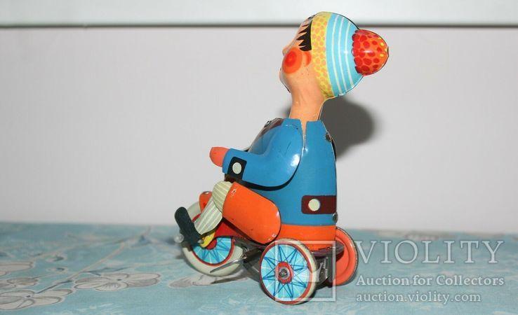 Заводная игрушка из жести: Мальчик на велосипеде, Фирма Kovap Чехословакия, фото №5