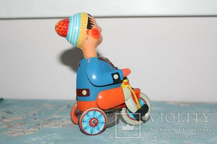 Заводная игрушка из жести: Мальчик на велосипеде, Фирма Kovap Чехословакия, фото №7