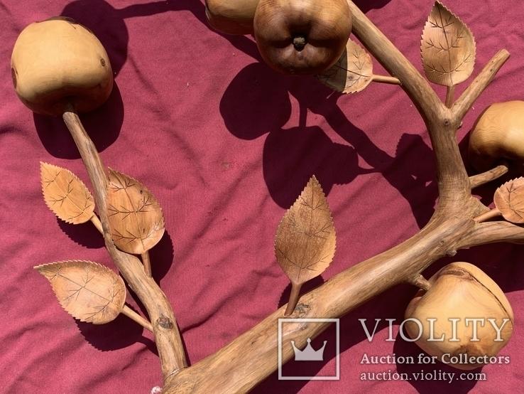 Ветка яблони из можевельника, фото №8