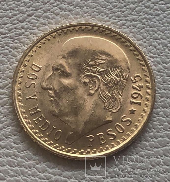 2,5 песо 1945 года Мексика 2,08 грамм золота 900'