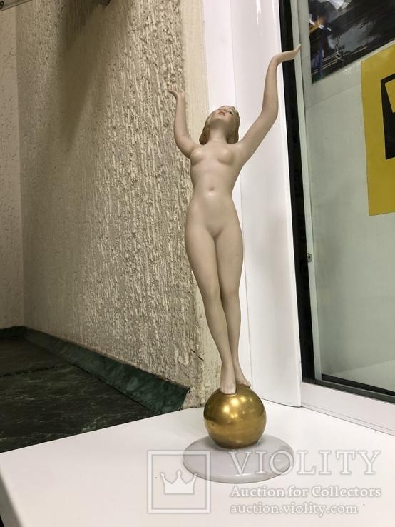 Обнаженная на шаре, фото №10