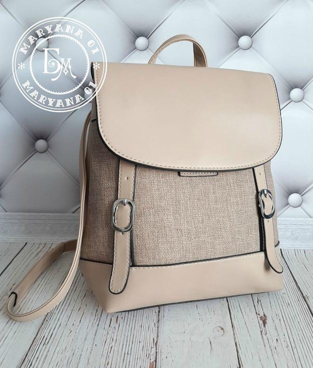 Стильный бежевый рюкзак