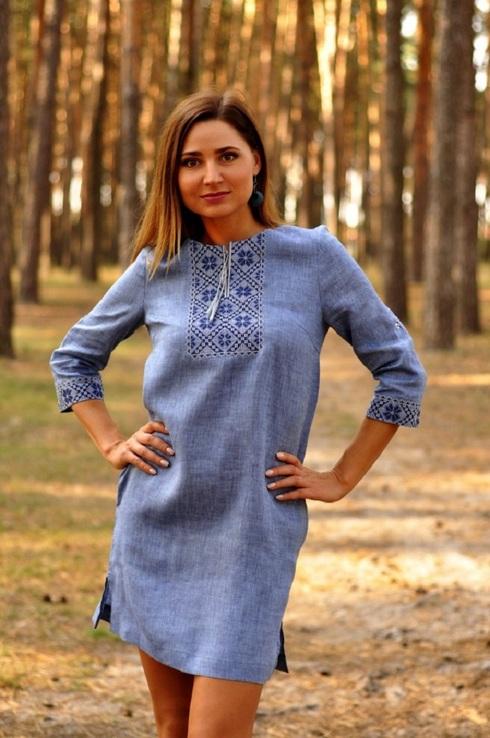 Стильне коротке плаття в стилі casual