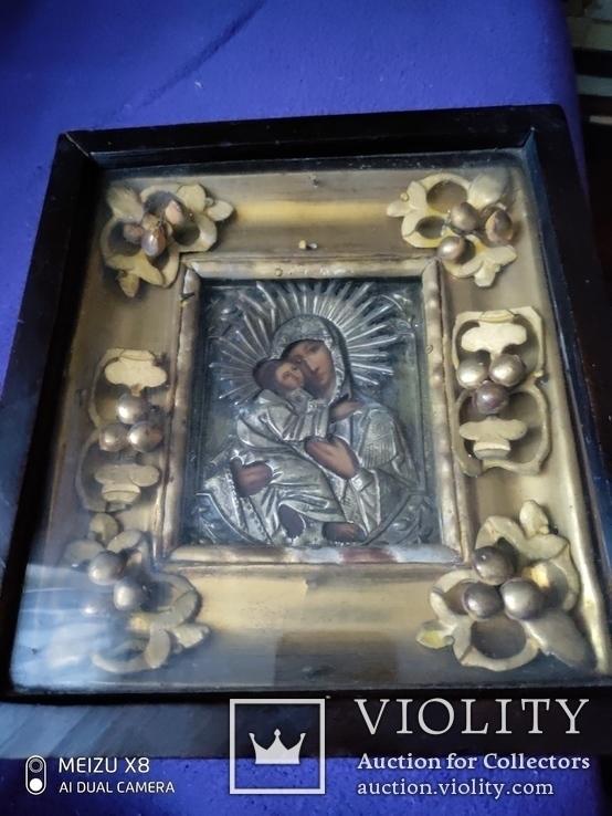 Икона Богородицы в окладе и киоте
