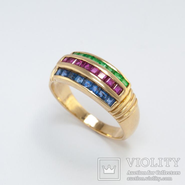 Винтажное золотое кольцо с натуральными сапфирами, изумрудами и рубинами