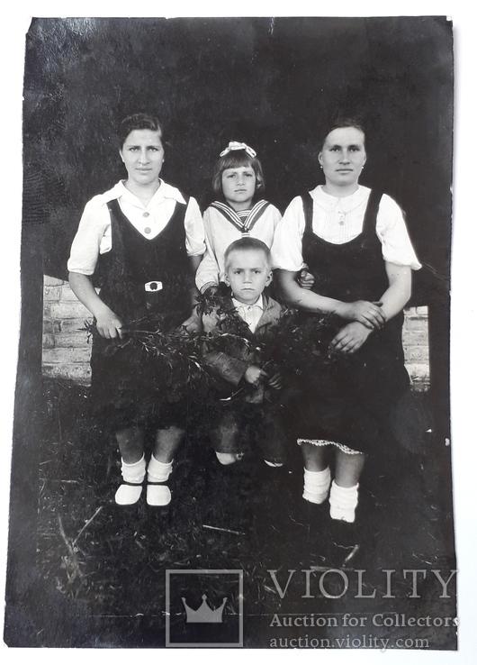 Фотография семейная (12*8.5) 1945 год, фото №3