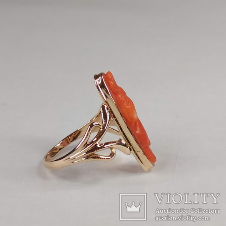 Золотое кольцо с резным кораллом, фото №5