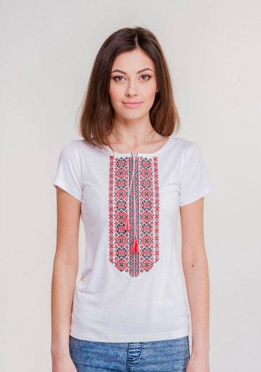 Жіноча вишита футболка (190)