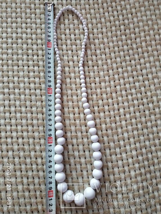 Белые бусы пластиковые, фото №3