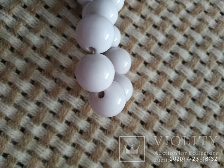 Белые бусы пластиковые, фото №5