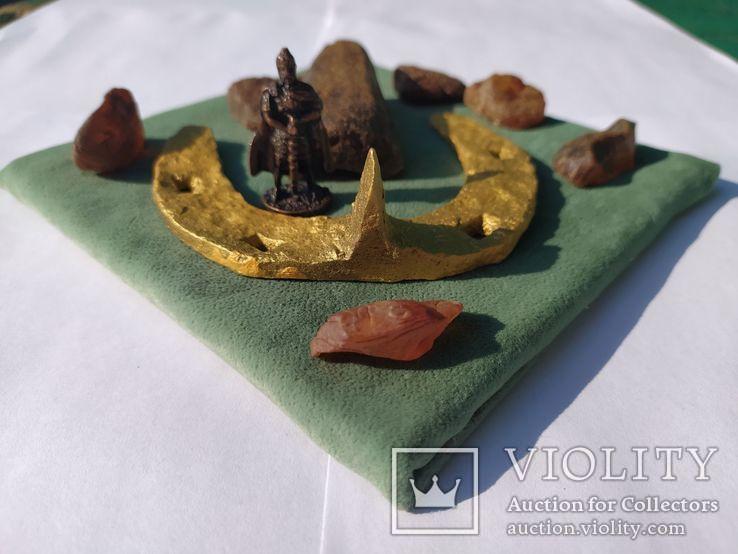 Сувенир-2 10Х10 см оригинальные старинная подкова янтарь необработанный солдатик воин, фото №3