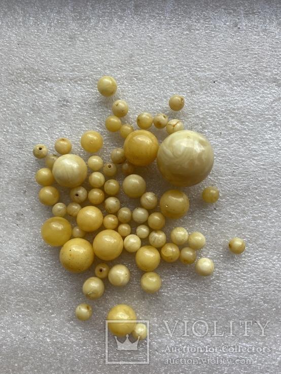 Янтарные бусины 60 грамм, фото №2