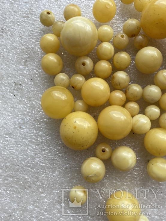 Янтарные бусины 60 грамм, фото №4