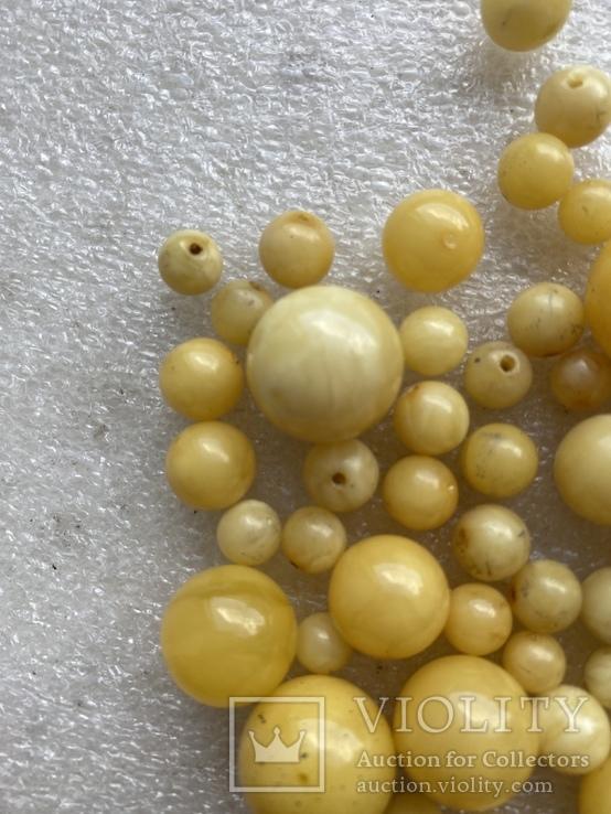 Янтарные бусины 60 грамм, фото №5