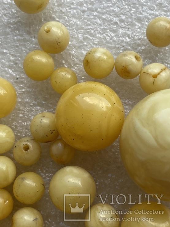 Янтарные бусины 60 грамм, фото №7