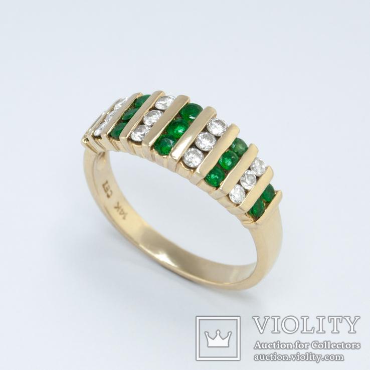 Золотое кольцо с натуральными изумрудами и бриллиантами