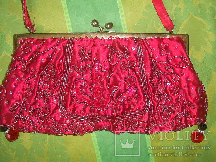 Сумочка с красивым фермуаром и богатым декором из стекла и стекляруса рубинового цвета, фото №5