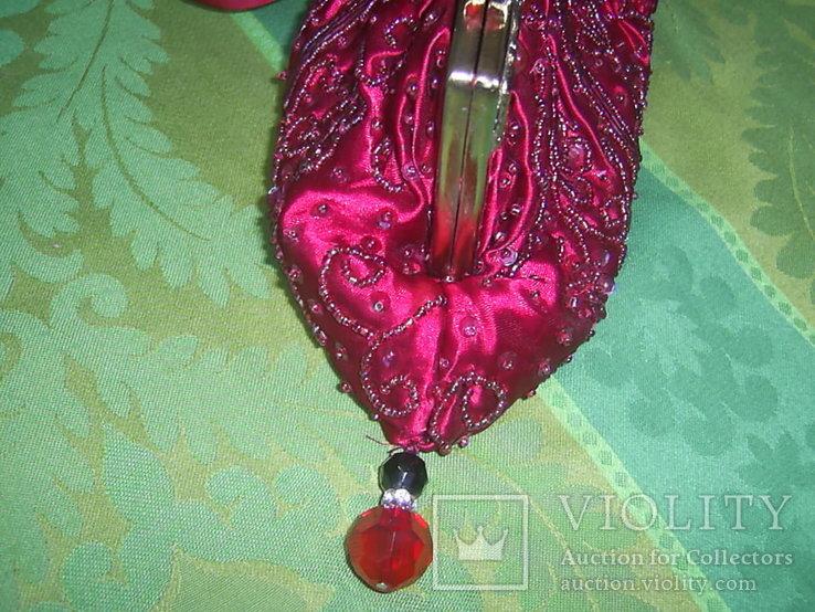Сумочка с красивым фермуаром и богатым декором из стекла и стекляруса рубинового цвета, фото №6