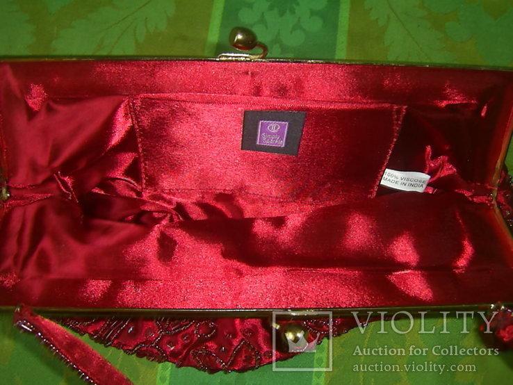 Сумочка с красивым фермуаром и богатым декором из стекла и стекляруса рубинового цвета, фото №10