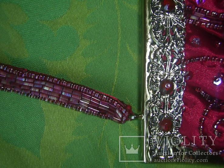 Сумочка с красивым фермуаром и богатым декором из стекла и стекляруса рубинового цвета, фото №11