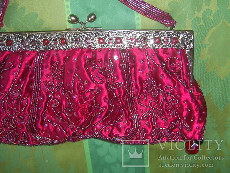Сумочка с красивым фермуаром и богатым декором из стекла и стекляруса рубинового цвета, фото №12