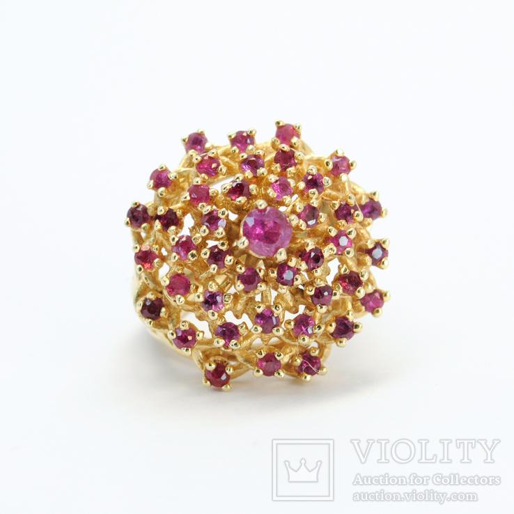 Винтажное крупное золотое кольцо с натуральными рубинами