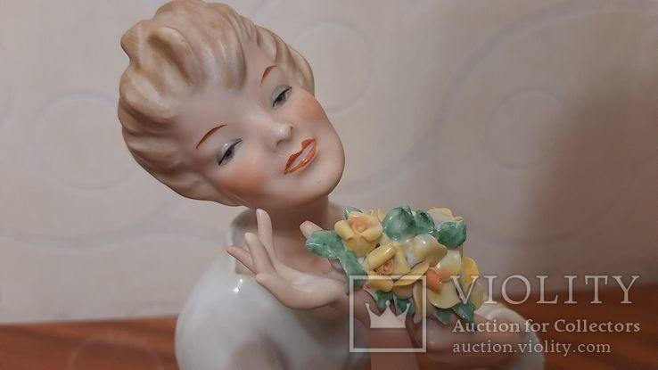 Девушка с букетом Wallendorf Германия, фото №3