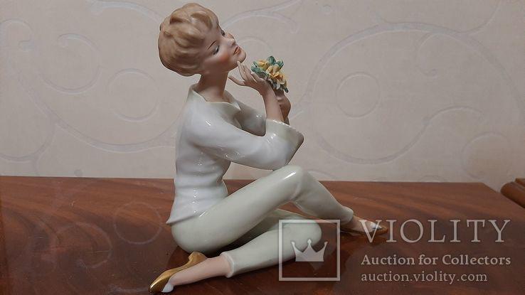 Девушка с букетом Wallendorf Германия, фото №8