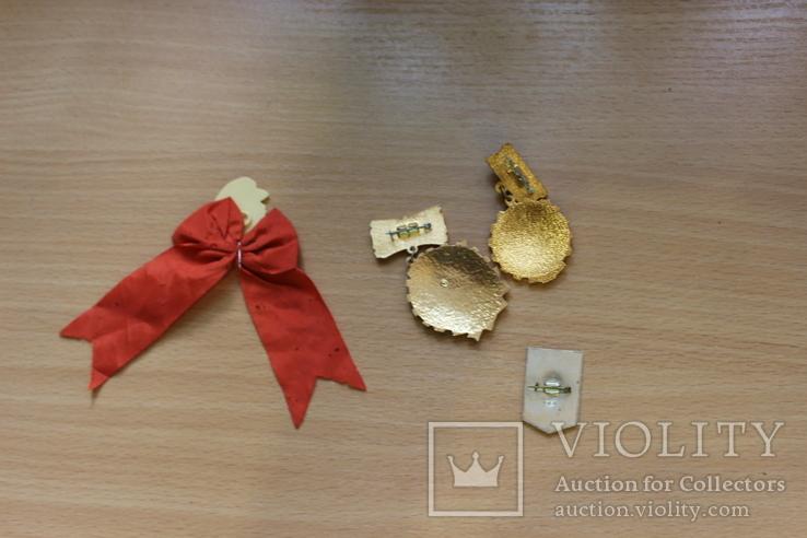 Вымпел Победителю в социалистическом соревновании  + медали и значки, фото №3