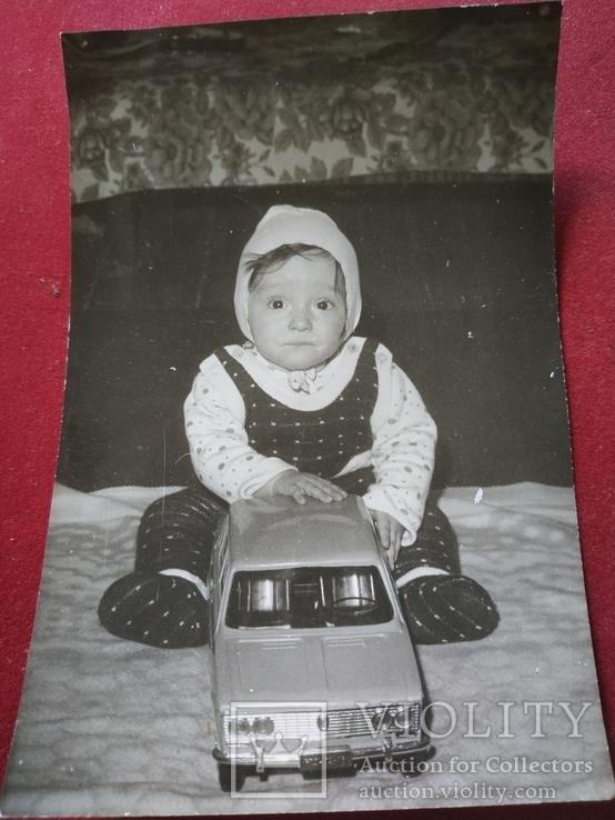 Ребенок с игрушками, фото №2