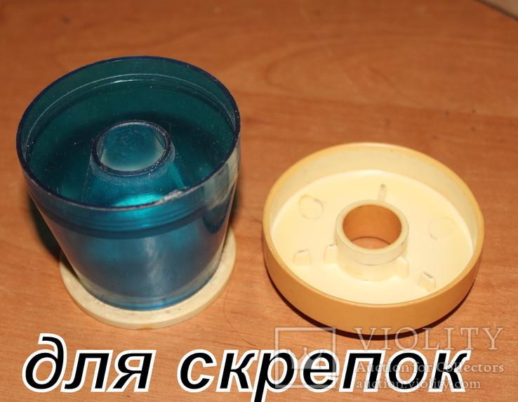 Некомплектные писчие приборы и скрепочница . пластик времен СССР., фото №8