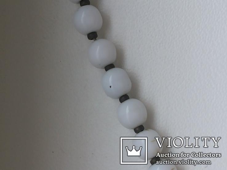 Бусы белый шарик подвеска мельхиор, фото №6