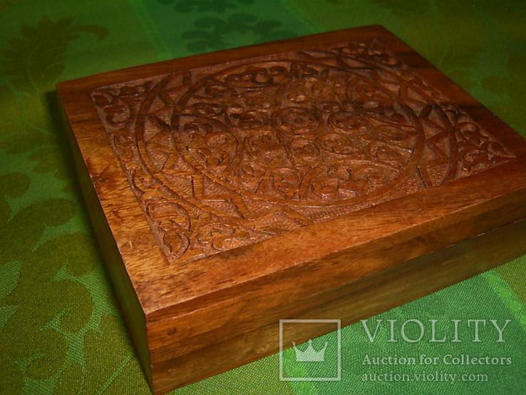 Шкатулка-папиросница с ручной резьбой из ценных пород дерева, фото №3