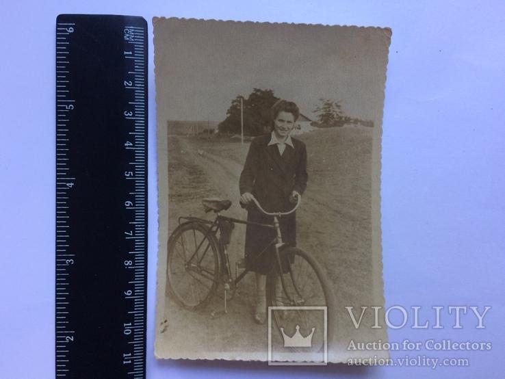 Девушка с велосипедом, фото №2