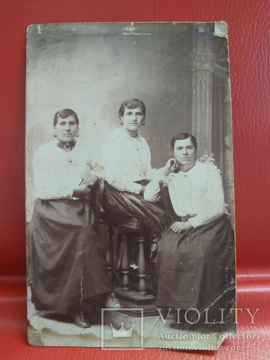 Барышни в национальной одежде, фото №2