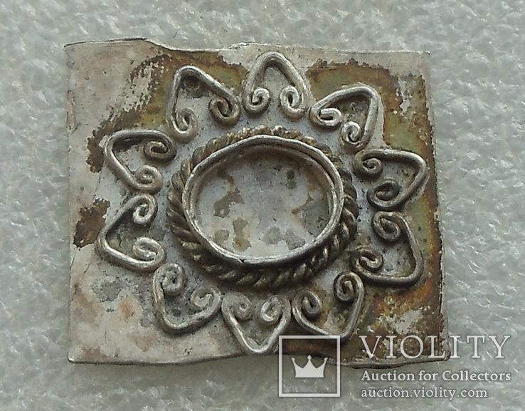 Фрагмент серебряного украшения -- узорчатая вставка под камень, фото №3