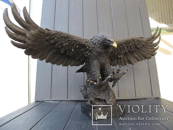 Большая бронзовая скульптура Орел. Клеймо