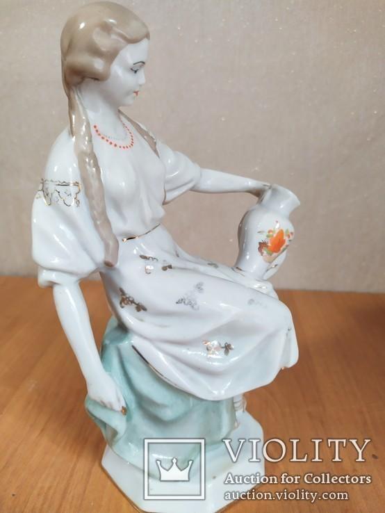 Очень красивая фарфоровая статуэтка Девушка с кувшином, фото №8