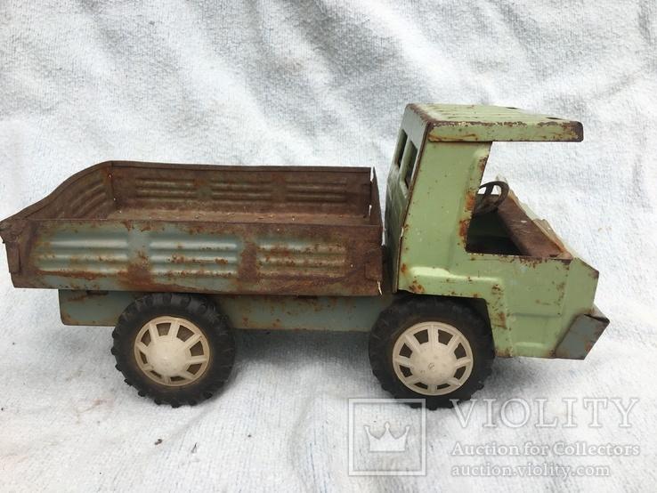 Железный грузовик и пластмассовая скорая помощь, фото №2