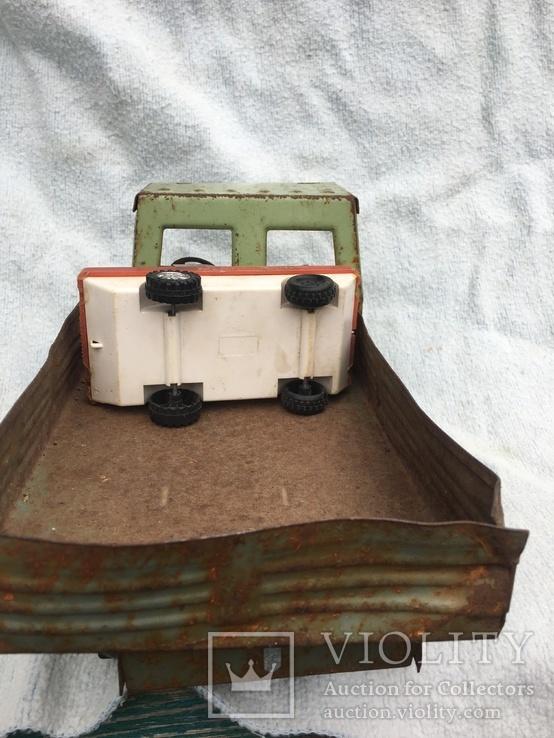 Железный грузовик и пластмассовая скорая помощь, фото №7