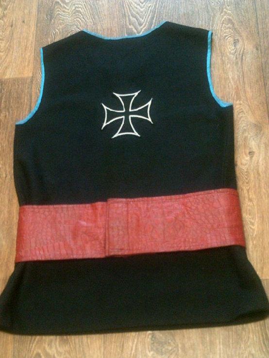 Крестоносец - теплая шерстяная безрукавка с ремнем, фото №2