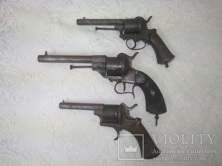 3 Левольвера системы Лефоше, 11 калибр и другие. Подшпилечный патрон