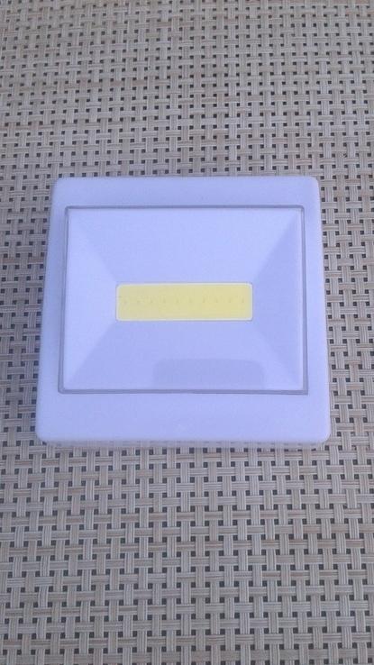 Светильник-выключатель клавишный светодиодный на батарейках, фото №2